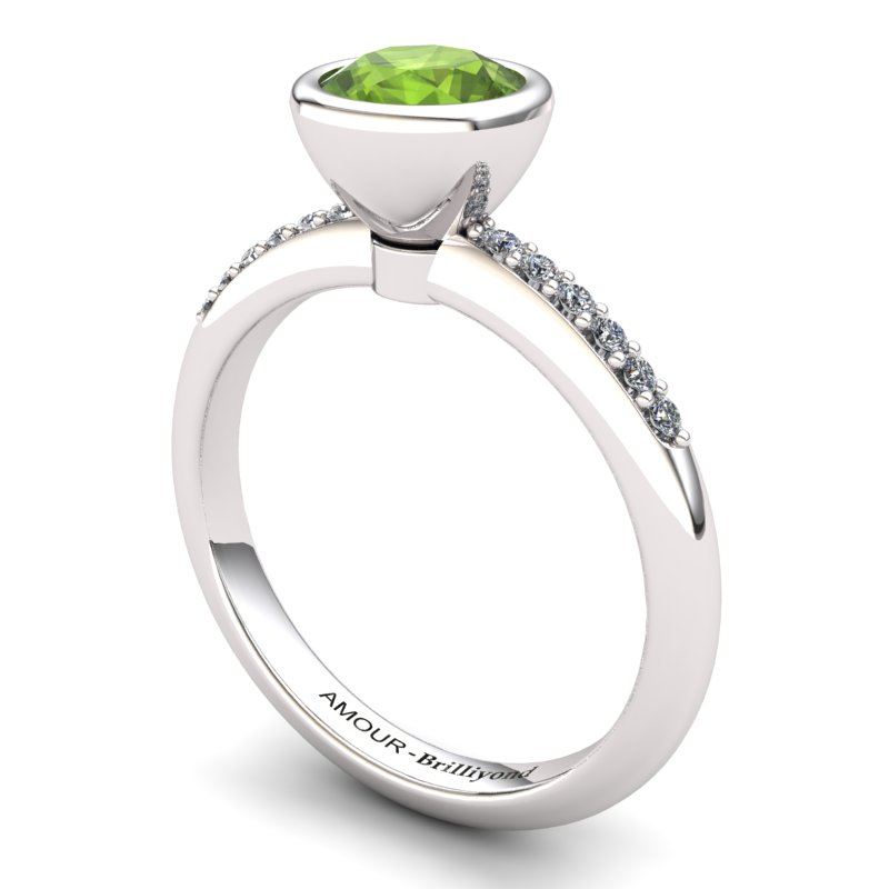 Classic Peridot Ring with Stone Band_image1)